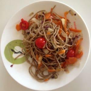Spaghetti di farro in verdure croccanti